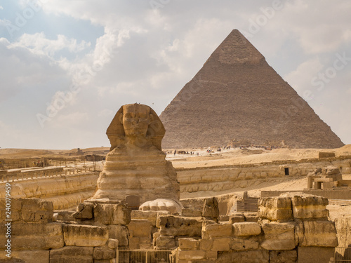 Fototapety, obrazy: Classic view of the Sphinx with the Pyramid of Khafre behind