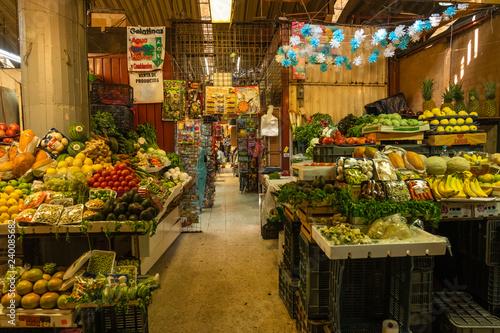 Fotografía  Gemuese- und Obsstand in Coyoacan Markt, Mexiko Stadt