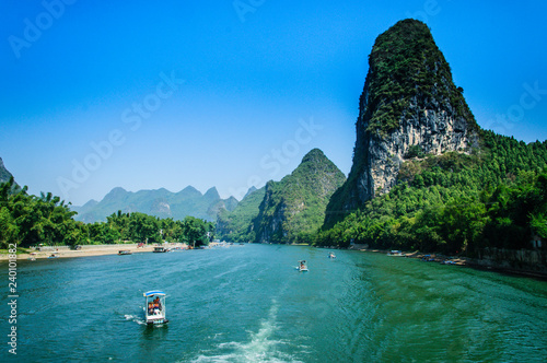 Foto auf Gartenposter Gebirge Mountains and river scenery with blue sky