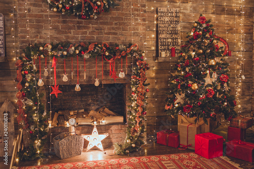 Tablou Canvas Christmas living room with fire place and garland lights