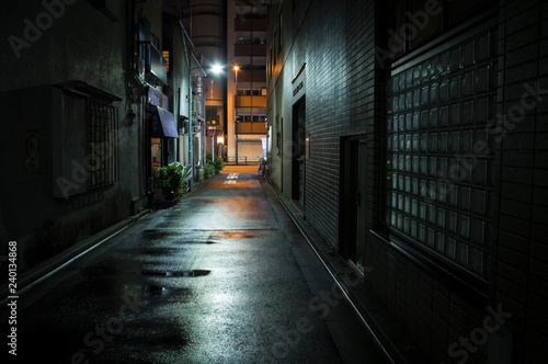 Photo Stands Narrow alley 雨上がりの町