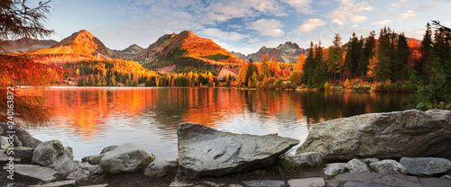 In de dag Herfst Strbske Pleso in the Tatras
