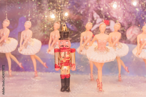 Fotografía Christmas nutcracker toy soldier and balerina dolls on the stage
