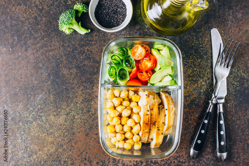 Foto op Aluminium Assortiment Healthy meal prep containers chicken and fresh vegetables.