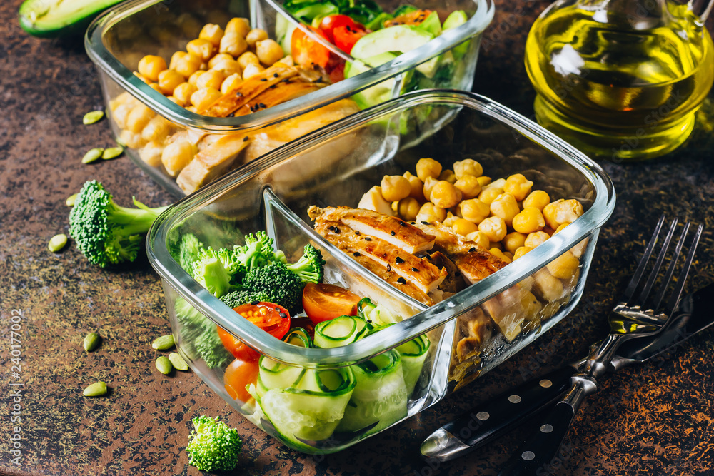 Fototapety, obrazy: Healthy meal prep containers chicken and fresh vegetables.
