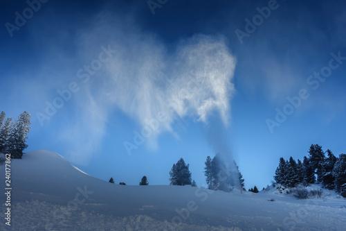 Schneekanone in Arbeit in Tirol Österreich