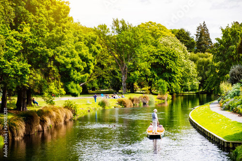 Photo View of the river in Christchurch Botanic garden.