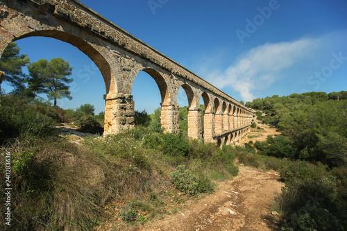 Photo Roman aqueduct 'El ponte del Diablo' (The Bridge of the Devil) near Tarragona, C