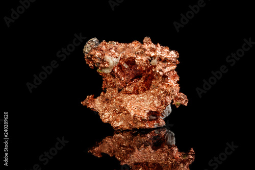 Photo Macro mineral stone Copper on black background