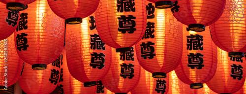 Rote Lampions im Tempel zum chinesischen Neujahrsfest