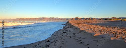 Photo Ventura beach with tidal erosion on the Gold Coast of California United States