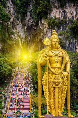 Photo  sun Batu Caves Lord Murugan in Kuala Lumpur, Malaysia.