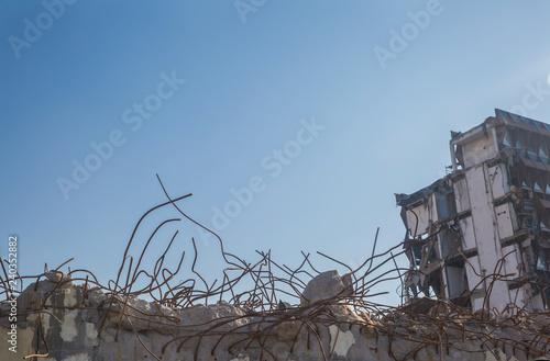 Fotografía  Demolition of the building