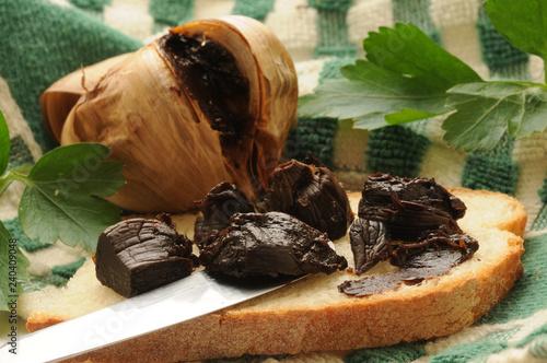 Fotografie, Obraz  Allium sativum Aglio nero ft8102 Black garlic