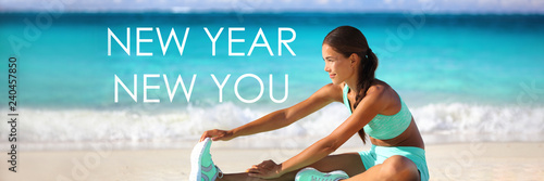 Fotografía  New Year new you resolution inspirational quote message on beach background