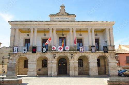 Toro town hall facade