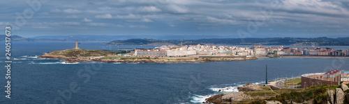 Panorámica La Coruña donde se puede ver la Torre de Hércules y el Obelisco Milenium