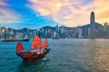 Otpadni čamac u luci Hong Kong Victoria