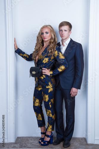 Fotografie, Obraz  Фотомодели женщина и мужчина в красивой одежде, позируют в студии
