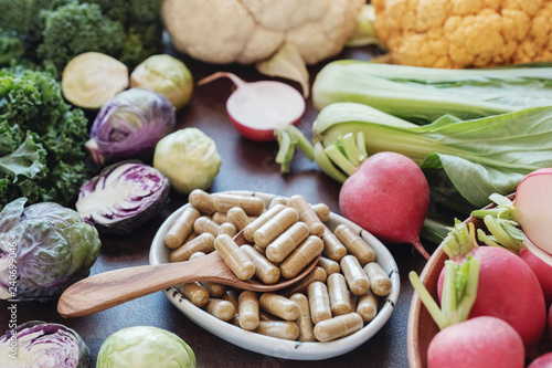 Fotografia  cruciferous vegetables capsules, dietary supplements for healthy