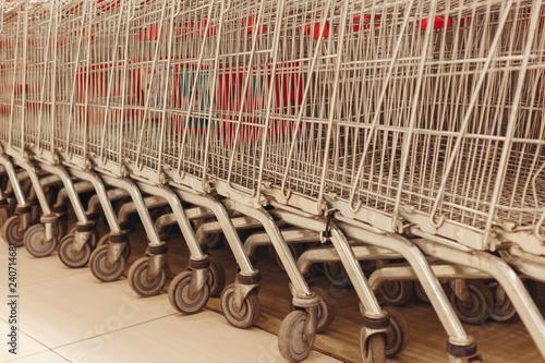 Fotografía  Carts consumer for supermarkets stand in shop