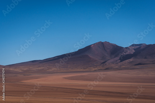 Desolate arid desert landscape in Bolivia Tableau sur Toile