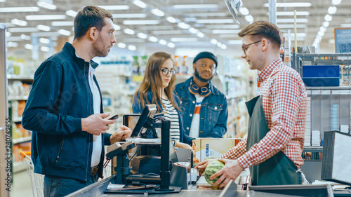 Photographie At the Supermarket: Checkout Counter Customer Pays with Smartphone for His Items