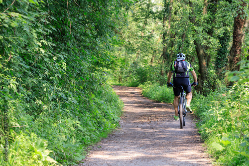 Photo pista ciclabile lungo il fiume Adda
