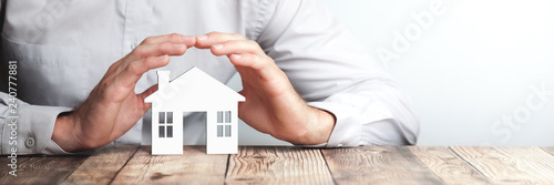 Obraz Protecting Hands Over House - Home Security And Protection Concept - fototapety do salonu