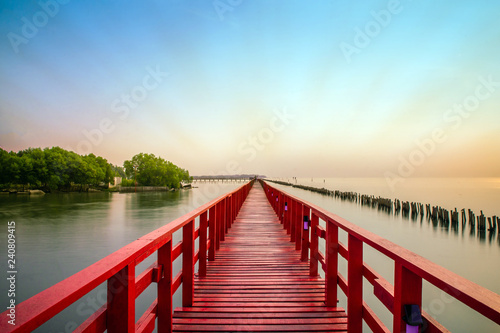 Photo sur Toile Ponts Long Red Bridge sunlight sky tree at beach sea,Red bridge Samut Sakhon Thailand