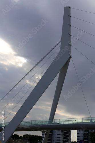 Fototapeta Мост — искусственное сооружение, возведённое над препятствием        obraz na płótnie