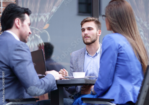 Fototapety, obrazy: business colleagues discussing business issues at the coffee table