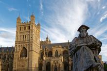 Exeter - Richard Hooker Statue & Kathedrale St. Peter
