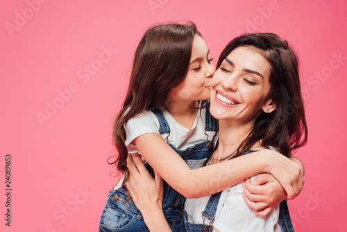 Stampa su Tela daughter kissing happy mother isolated on pink