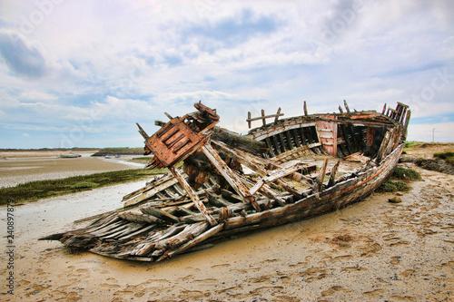 Photo Stands Shipwreck etel