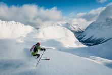 Skifahrer über Den Fjorden In...