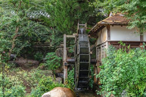 森の中の水車小屋