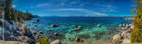 Fotografia  Deep Blue and Turquoise Water at Lake Tahoe Panorama