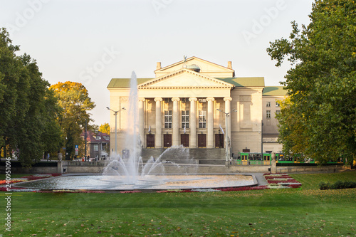 Foto op Canvas Theater Poznan, Poland - October 12, 2018: Park with fountain before Opera House in polish city Poznan