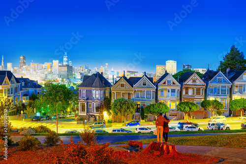 Fotobehang Centraal-Amerika Landen Panoramic view of the San Francisco Painted ladies (Victorian Houses).