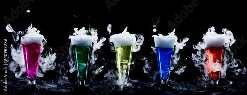 Futuristische Molekularküche Cocktails mit Trockeneis