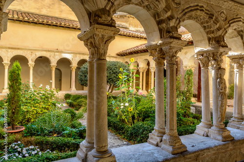 St. Sauveur cloister at the Cathedral in Aix-en-Provence, France Fotobehang