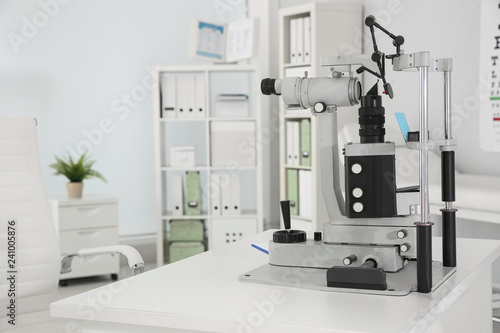 Fotomural Ophthalmic slit lamp at children's doctor office