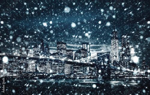Photo sur Aluminium New York Winter Manhattan in the snowfall