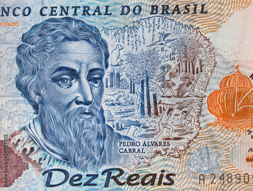 Foto  Pedro Alvares Cabral portrait on Brazilian 10 real banknote close up