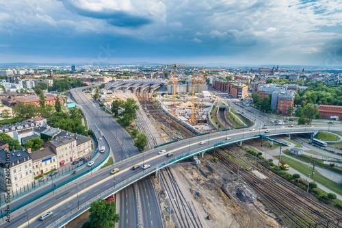Fototapeta Panorama miasta z dworcem i budową wieżowca obraz