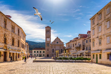 Main Square In Old Medieval Town Hvar With Seagull's Flying Over. Hvar Is One Of Most Popular Tourist Destinations In Croatia In Summer. Central Pjaca Square Of Hvar Town, Dalmatia, Croatia.