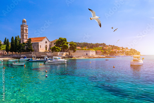 Cadres-photo bureau Turquie View at amazing archipelago with fishing boats in front of town Hvar, Croatia. Harbor of old Adriatic island town Hvar with seagull's flying over the city. Amazing Hvar city on Hvar island, Croatia.