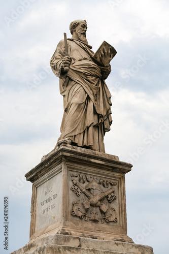 Fotografía  Statue in Hadrian Bridge, Rome, Italy