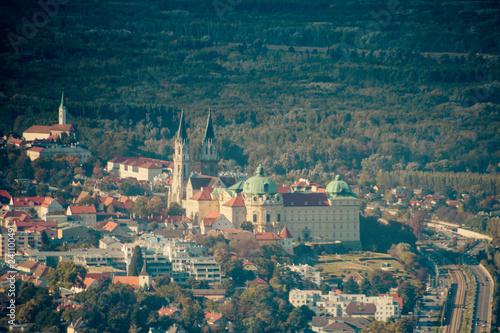 Stift Klosterneuburg im Herbst in Wien, Österreich